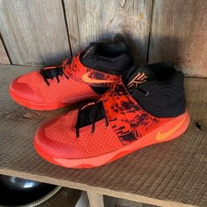 "check out aadb6 cb8d7 Nike Kyrie 2 ""Inferno"" Youth Sz 7"